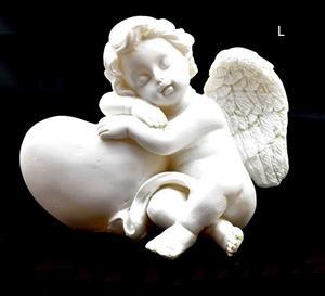 Andělíček se srdcem levý 7x5x4,5 cm soška anděla bílý polyresin